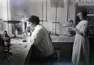 Заведующая патологоанатомической лабораторией профессор Е.О Фрейфельд (1929-1930)